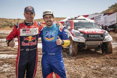 Alonso gets dirty in the Kalahari