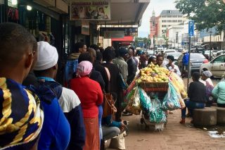 'Agents' charge R300 to jump Home Affairs queues
