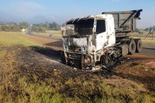 WATCH: Irate Optimum mine workers torch trucks in Mpumalanga