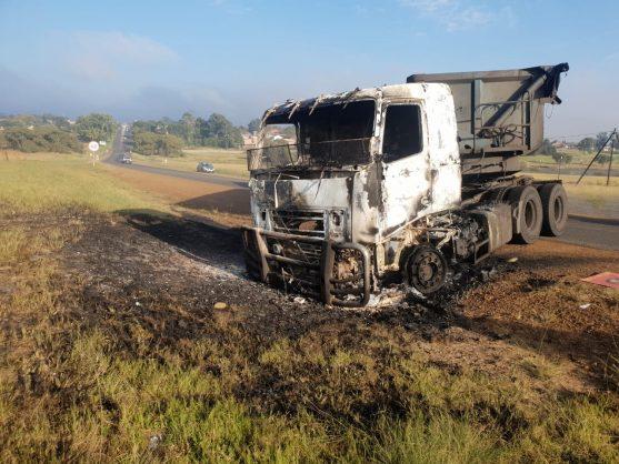 WATCH: Irate Optimum mine workers torch trucks in Mpumalanga