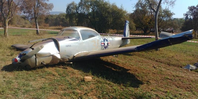 Plane crashes into tree on farm in Hekpoort, Gauteng
