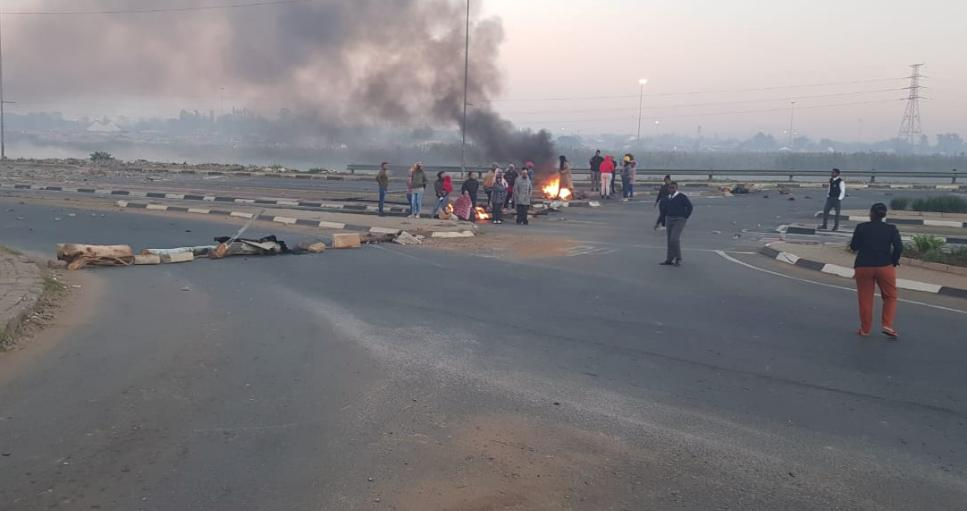Protest action in Soweto heats up as traffic at a standstill