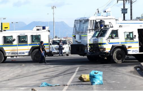Police attempted to calm down violent protestors in Philippi, as they set alight vehicles at a local dairy, pelting police vehicles and blocking roads with burning tyres and rocks. PHOTO: Phando Jikelo / African News Agency (ANA)