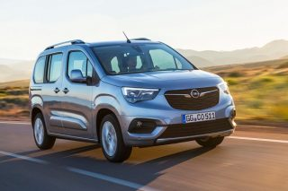 People carrying Opel Combo Life heading to South Africa