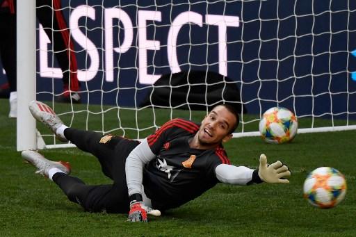 Spain goalkeeper Lopez leaves Betis for Roma