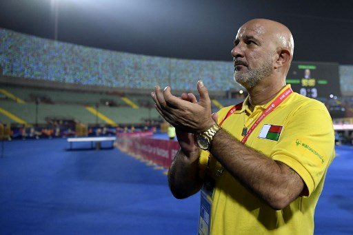Madagascar's coach Nicolas Dupuis greets the fans after losing the 2019 Africa Cup of Nations (CAN) quarter final football match between Madagascar and Tunisia at the Al Salam stadium in Cairo on July 11, 2019. (Photo by Khaled DESOUKI / AFP)