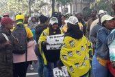 Chaos by Moses Mabhida as ondersteuners van Zandile Gumede begin met gewelddadige protesoptrede - Citizen