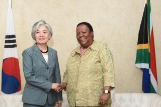 Naledi Pandor in bilateral meeting with Korean counterpart