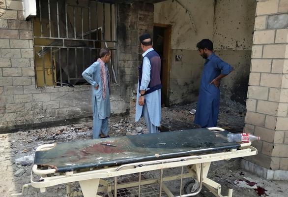 Suicide bomber strikes hospital in Pakistan killing nine