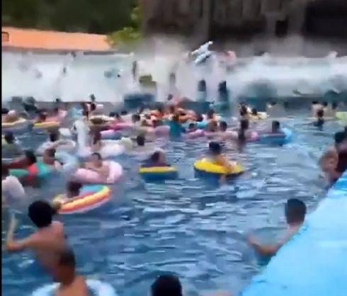 Waterpark Oops - Idistracted