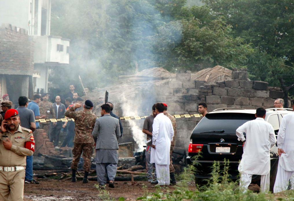17 killed as Pakistani army plane crashes into residential area