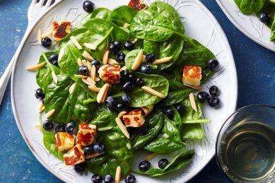 Recipe: Spinach, blueberries, almonds & halloumi salad