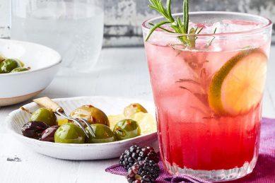 Recipe: Blackberry-rosemary vodka & soda