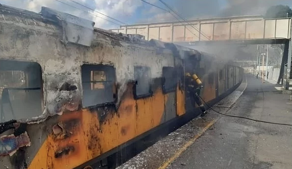 Arson suspected after fire destroys train coach, carriage in Somerset West