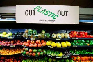 UK supermarkets go 'nude' to test plastic-free zones