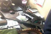 Op die foto: die polisie val in Joburg CBD-oewerwapens, ammunisie, vervalste goedere - Citizen