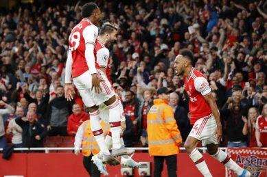 Aubameyang caps comeback from 10-man Arsenal to beat Villa
