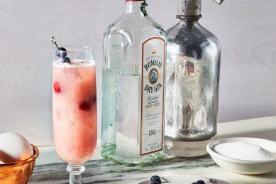 Recipe: Sour cherry gin fizz