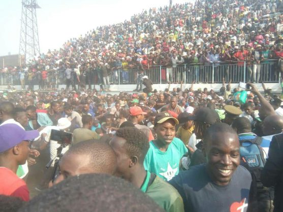 Chaos at viewing of Mugabe's body as stampede erupts