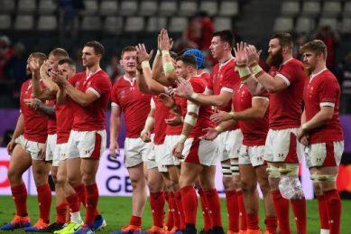 Wales floor 14-man France to reach semi-finals