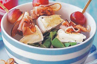 Recipe: Camembert, grape & ham skewers