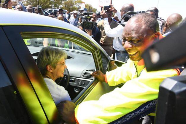 Hypocrisy squared: Blue-light driven Ramaphosa, Mbalula urge us to use public transport
