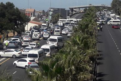 'Heavy delays' out of Cape Town CBD as taxis block major roadways
