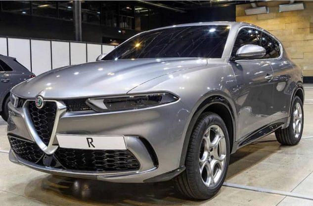 Alfa Romeo's 'junior' Stelvio previewed in new leaks
