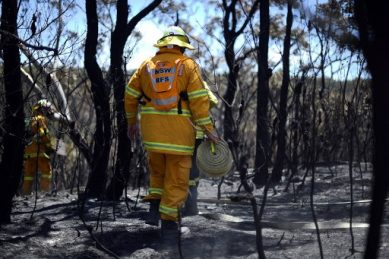 Australians trapped by bushfires told 'too late to leave'
