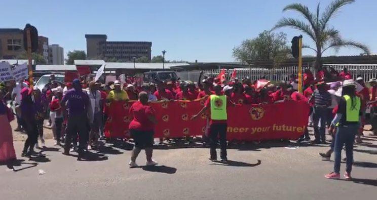 Striking workers agree to 5.9% increase at SAA