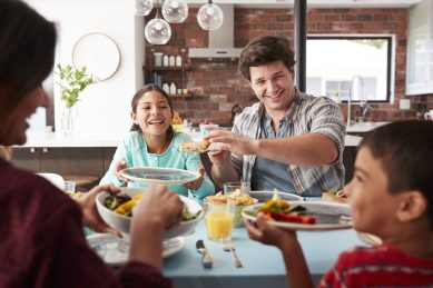 Science says you should eat with your kids