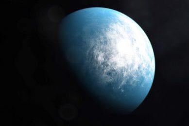 NASA planet hunter finds Earth-sized world in 'Goldilocks zone'