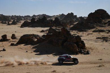 'Mr Dakar' wins stage four as Sainz keeps the lead in Saudi