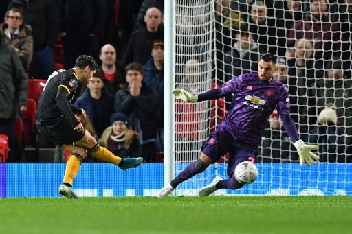 Man Utd 'keeper Romero escapes unhurt from car crash