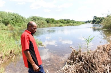 How did Enoch Mpianzi drown in river during school camp?