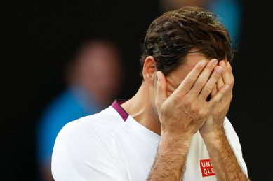 Federer stages great escape to reach Australian Open semis