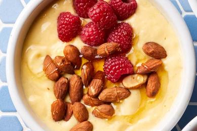 Recipe: Mango-almond smoothie bowl
