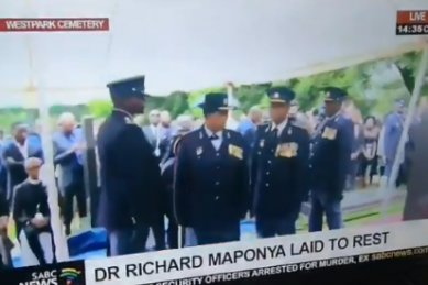 WATCH: Senior SAPS members confuse left with right at Maponya's funeral