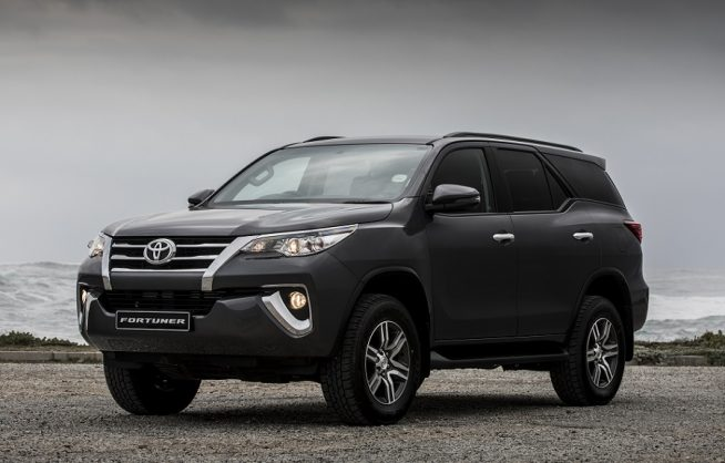 Facelift Toyota Fortuner spied in Thailand with lots still to hide