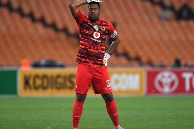 Can Khune persuade Middendorp he should play against Pirates?