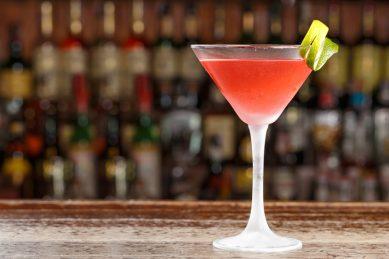 Recipe: Cosmopolitan cocktail