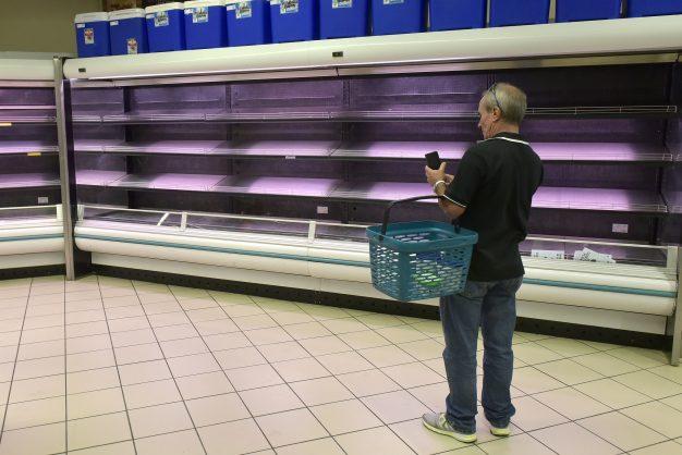 PICS: Gauteng shoppers empty shelves before lockdown