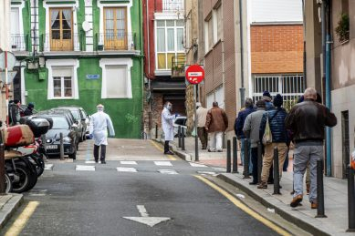 Spain sees record 849 virus deaths but downward trend