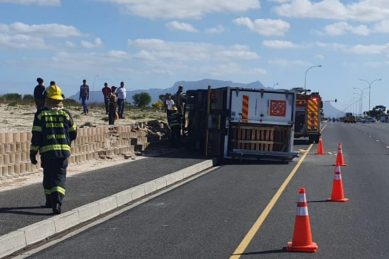 Delivery truck overturns, killing Cape Town woman