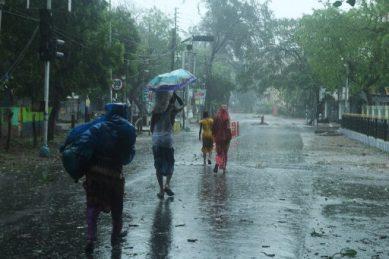 Millions batten down as 'super cyclone' Amphan hits Bangladesh, India