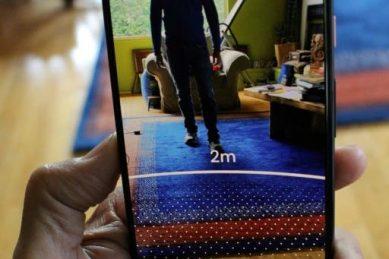 Smartphone tool helps users keep social distance