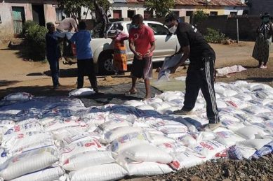 Ex-Sundowns captain Nyandoro donates mealie meal to needy Zimbabweans