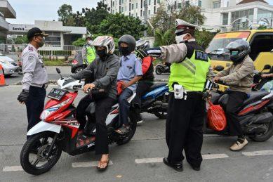 Toilet duty for Jakarta's social distancing violators
