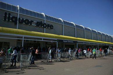 People queue for booze in Pretoria, afraid that ban will return