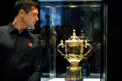 All Black legend Carter in shock Super Rugby comeback